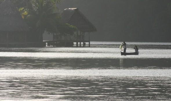 Seine fishing on the Rio Dulce